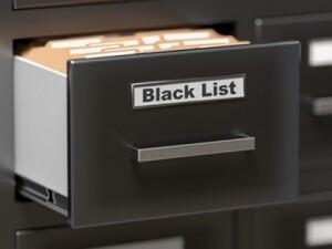Что такое «черный» список банков и кто туда попадает