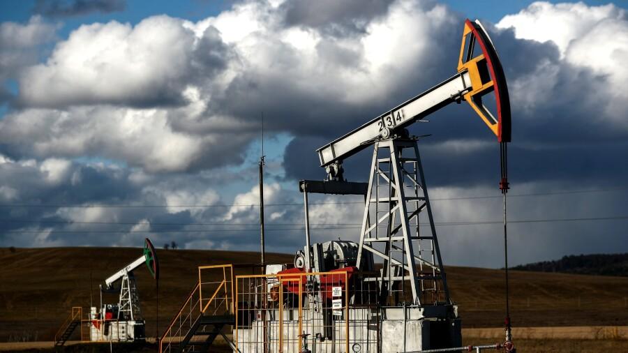 Нефть дорожает на перспективах увеличения спроса