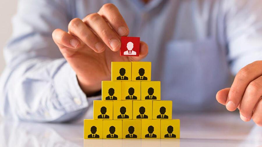 10 признаков финансовой пирамиды: как выявить мошенников
