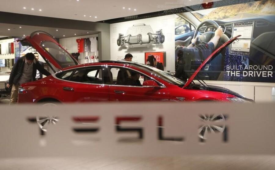 Tesla запустила подписку на «полный автопилот»